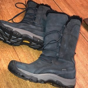 Keen snow boots size 8.5